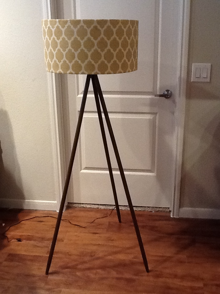 Tripod floor lamp for a modern look inoutinterior diy tripod floor lamp solutioingenieria Choice Image