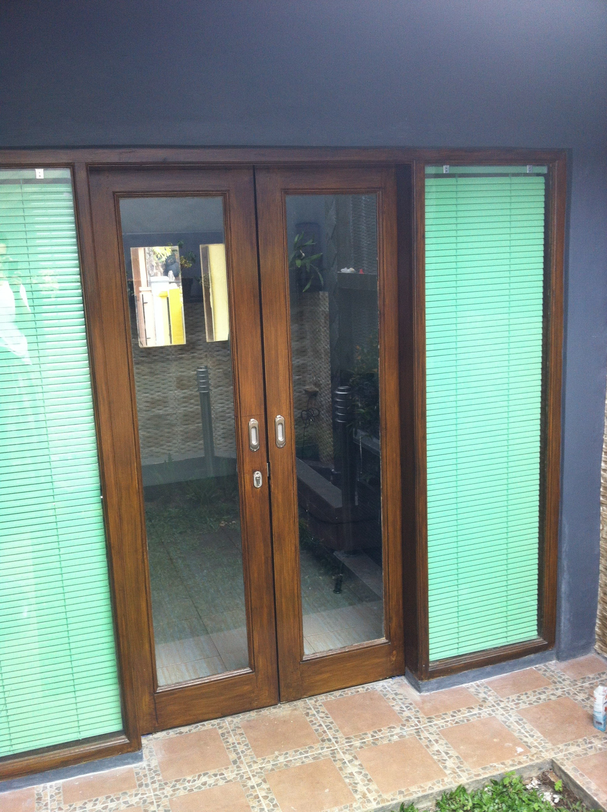 Sliding Patio Doors Adding Beauty To Your Home Garden - Triple patio door