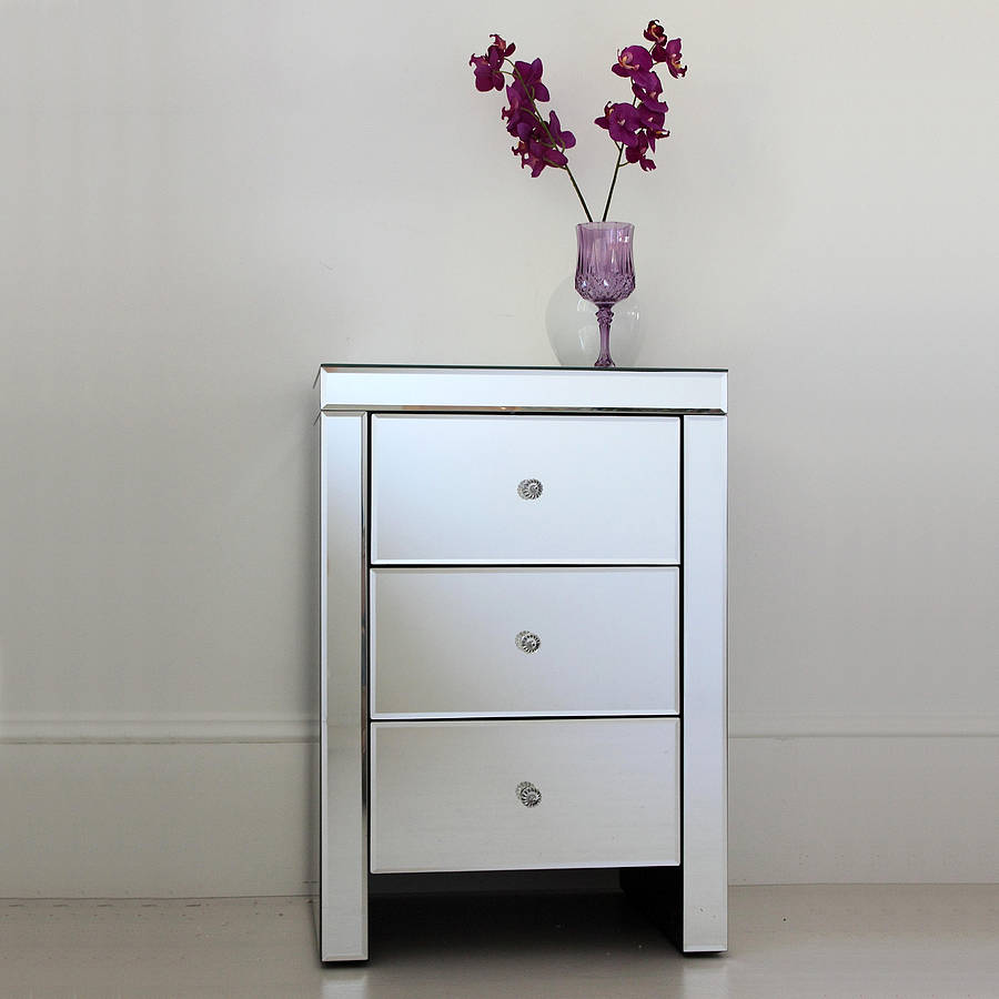 Mirrored bedside table add a touch of elegance for Mirror bedside cabinets