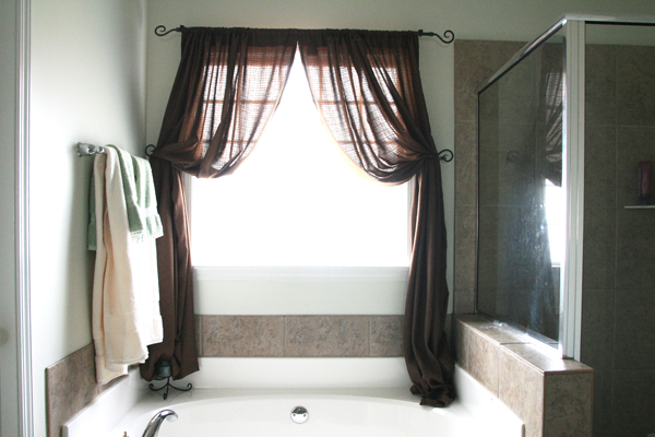 10 modern bathroom window curtains ideas inoutinterior for Bathroom window curtains