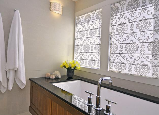 10 modern bathroom window curtains ideas inoutinterior for Blinds bathroom window